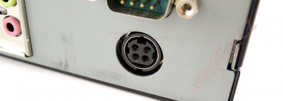 Napájací konektor