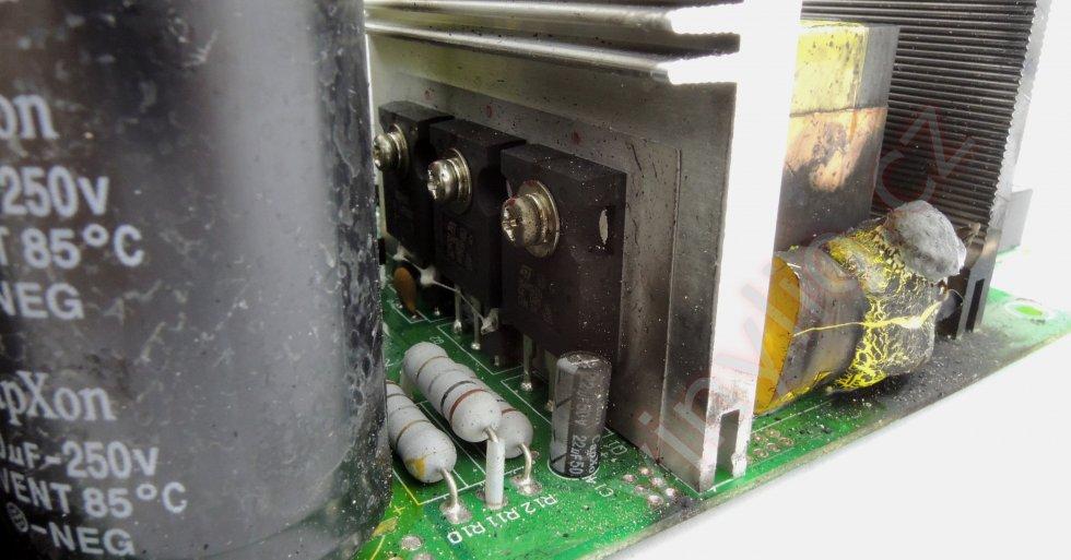 Laboratórny zdroj HCS-3600 - znečistenie DPS a chladičov
