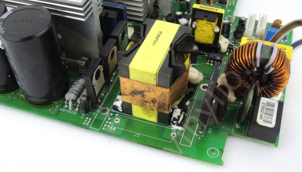 Laboratórny zdroj HCS-3600 - demontované dva chladiče a pohľad po základnom očistení
