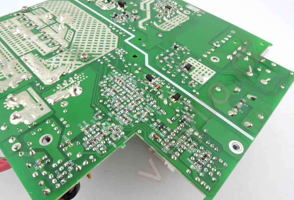 Laboratórny zdroj HCS-3600 - vyčistený DPS