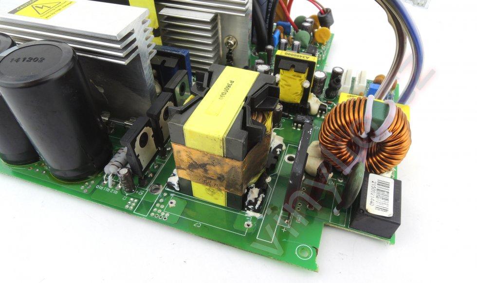 Laboratórny zdroj HCS-3600 - vyčistený DPS bez dvoch chladičov