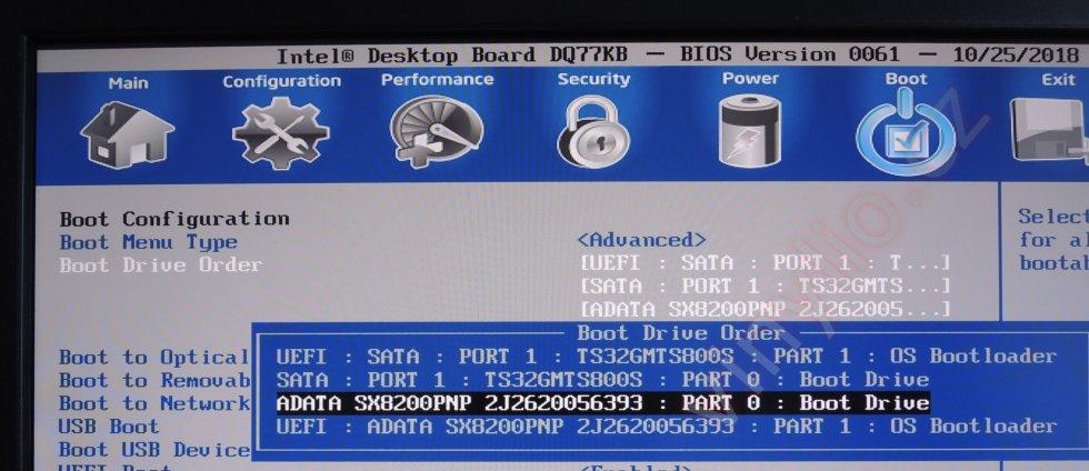 Úspech. PCI Express disk sa objavil v možnostiach pre štart systému.