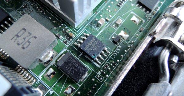 """Intel DQ77KB - """"hack"""" / úprava BIOSu pre podporu spúšťania operačného systému z NVMe PCI Express diskov u dosky s chipsetom Intel Q77"""