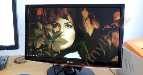 Zachránené dva LCD (LG Flatron W2261VP) monitory za 2 týždne