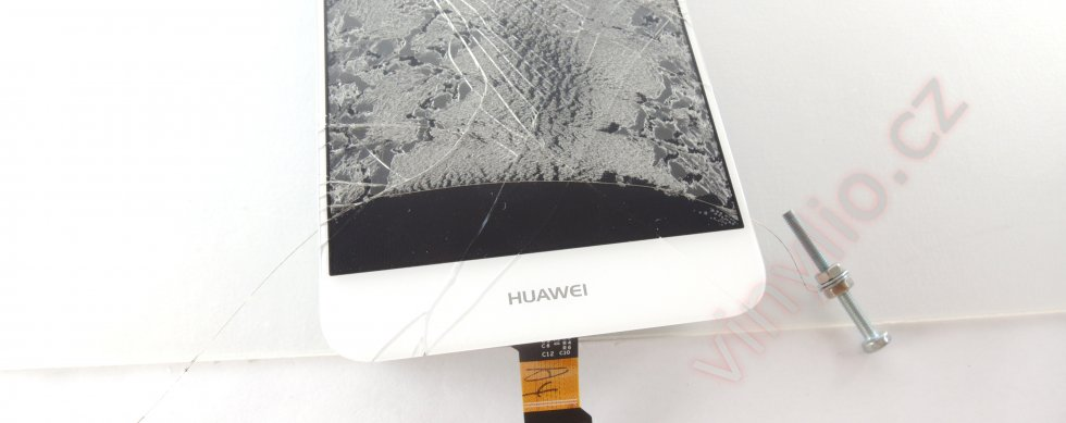 Rezanie displayu od pôvodného rozbitého skla