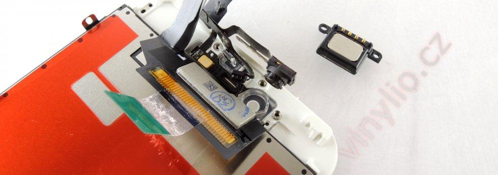 Komponenty na vrchnej časti displayu (senzory, kamera, sluchátko)