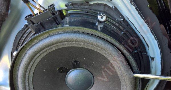 Polmiliónový Passat - keď si človek poškodí reproduktor a čalúnenie dverí ide opäť dole (#13)